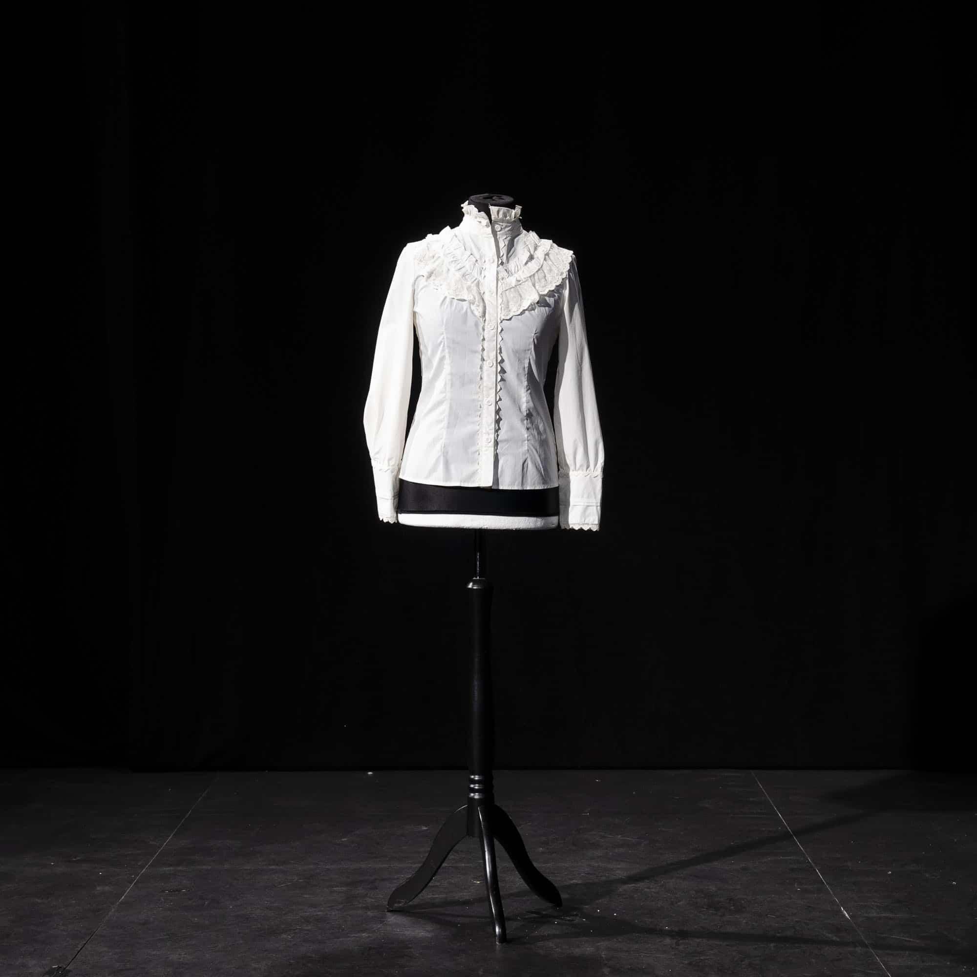 Weiße Bluse mit Spitze ED011