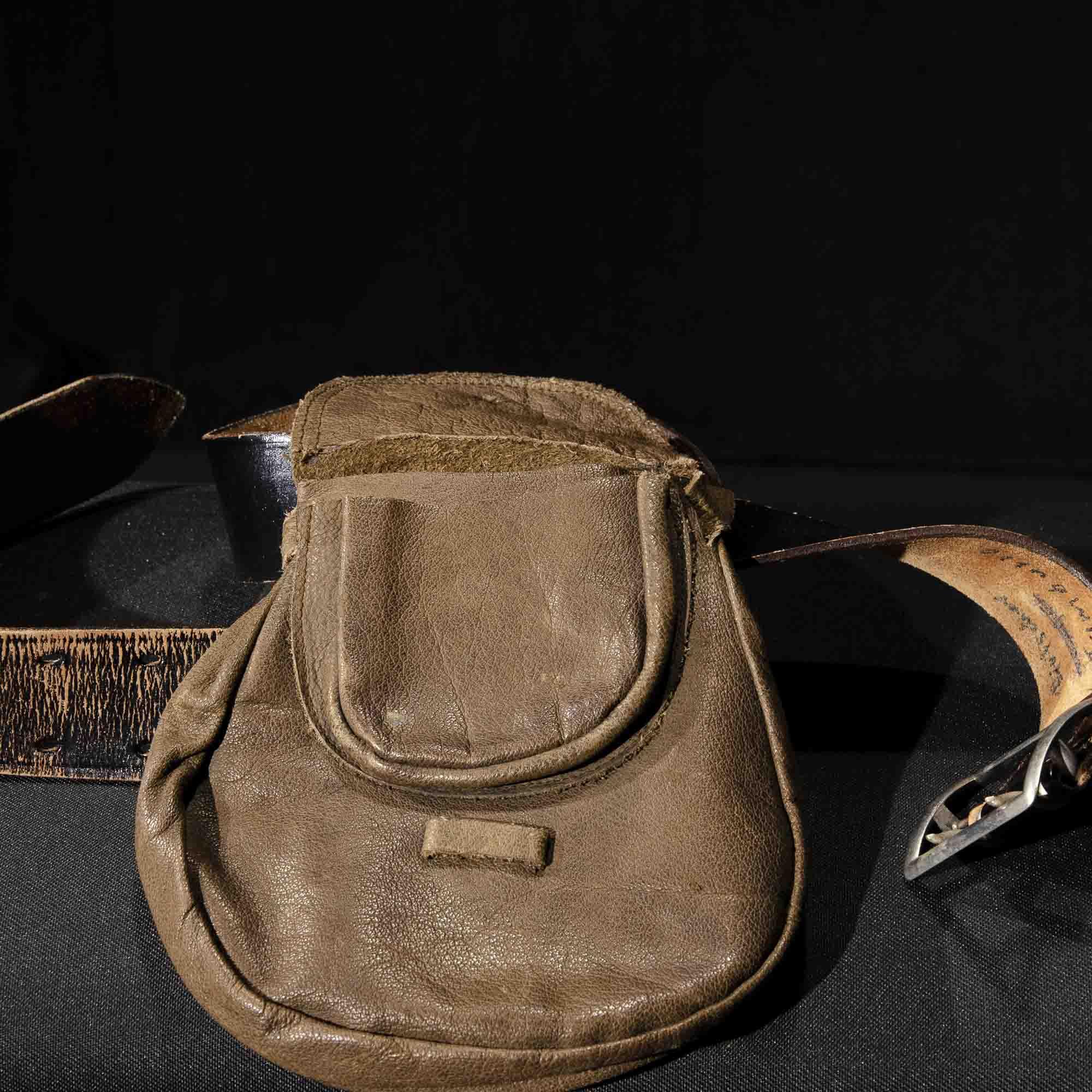 Ledergürtel mit Tasche GU011